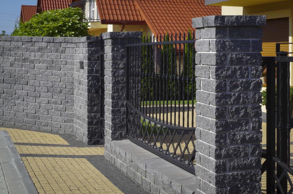 Słupki ogrodzeniowe ogrodzenie łupane z cegły łupanej CJ BLOK CBE-8 grafit