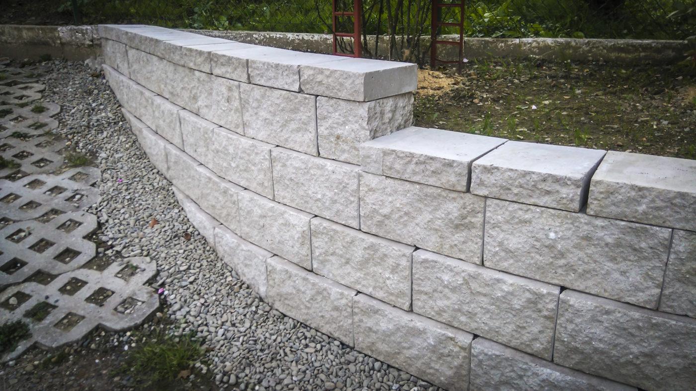 mur-oporowy-bialy-prosty-scaled