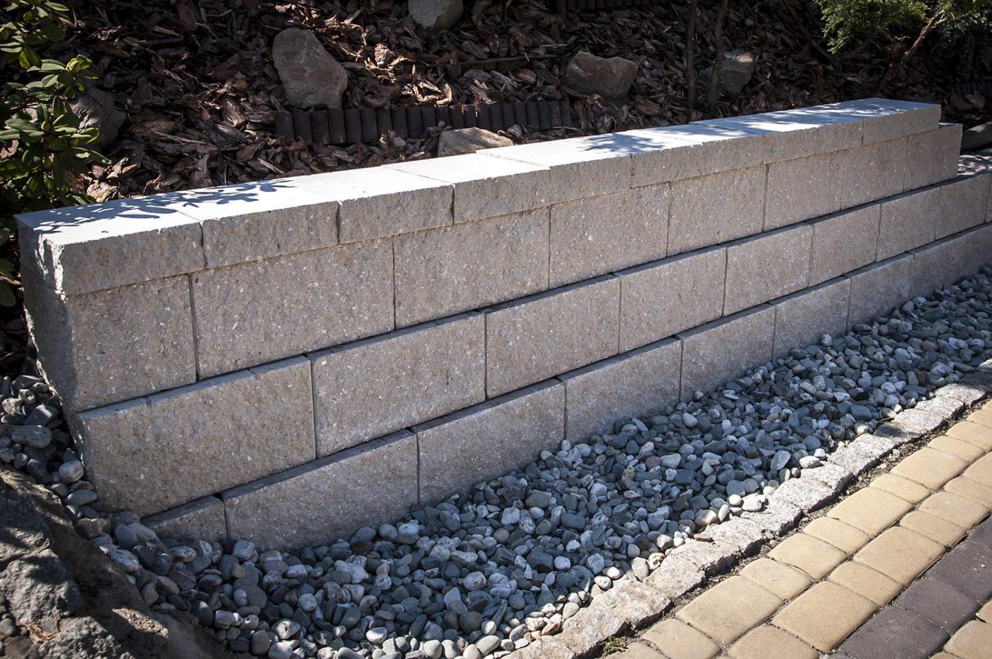 mur-oporowy-szary-prosty-scaled